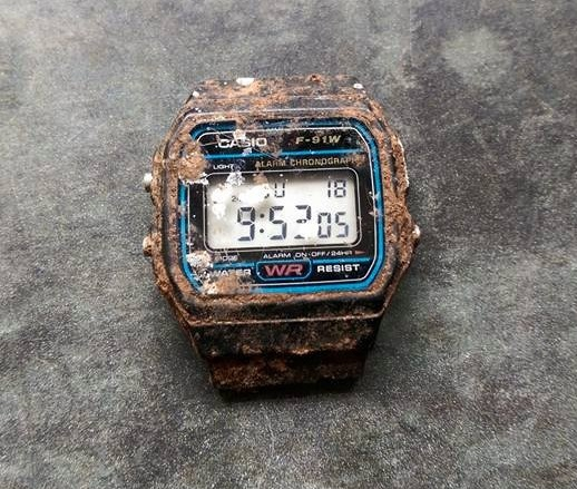 20年間庭に埋まっていたカシオの時計