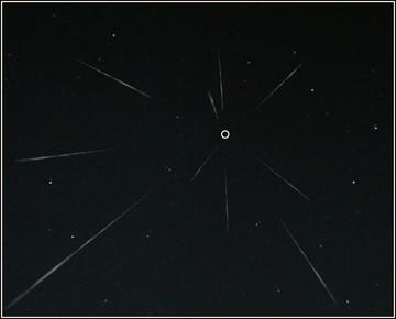 放射点から飛び出す流星