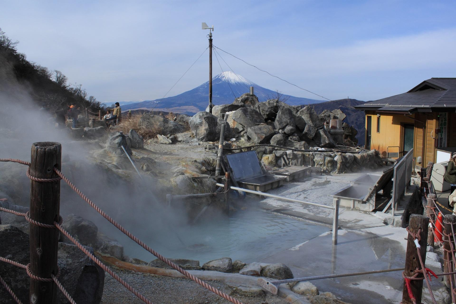 温泉や火山の硫化水素ってどのくらい危険?症状や応急措置を紹介