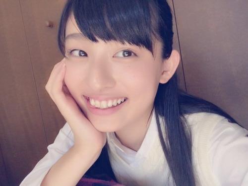 吉田里琴 16歳