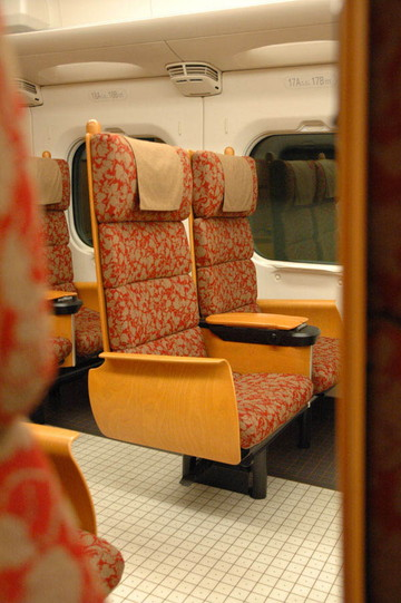 「つばめ」の座席