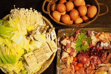 地鶏のすき焼きコースの夕食