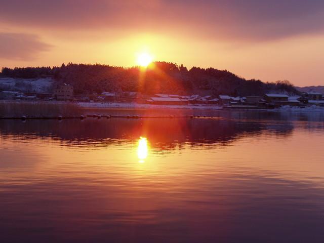 日が登る赤浦潟