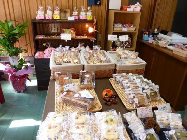 焼き菓子工房「KURURI」の店内