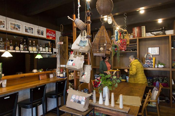 「ハンドメイドショップ Tsukuru」のカフェコーナー