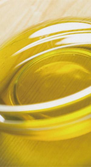 輝く黄金色の亜麻仁油
