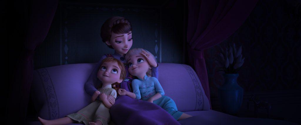 イデュナ王妃なと彼女の幼い子どもたち