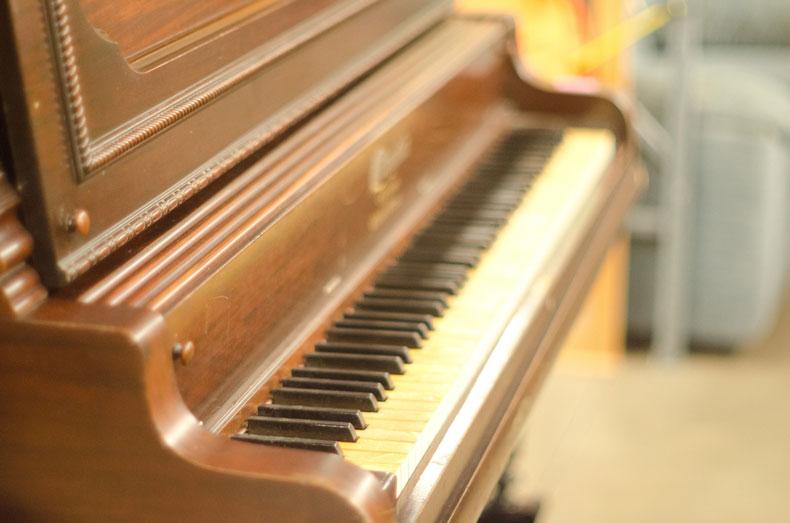 ミヤモト楽器では中古のピアノを引き取っている